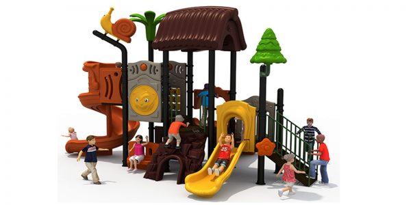 Forest speeltuin met spiraalglijbaan